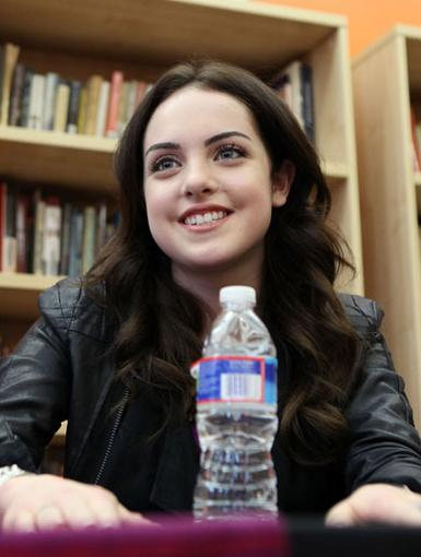 Not-So-Jade|Liz Gillies is lookin' super sweet in this pic, unlike her character on Victorious, Jade.