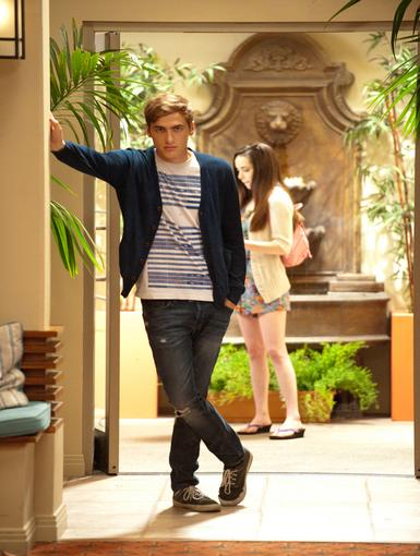 Tough Decision Everyone loves BTR's Kendall! But how will he decide who he'll give his affection to?
