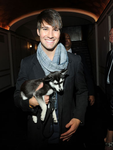 Puppy Love|We're not sure which is cuter, James Maslow or his oh-so-adorable puppy pal, Fox!