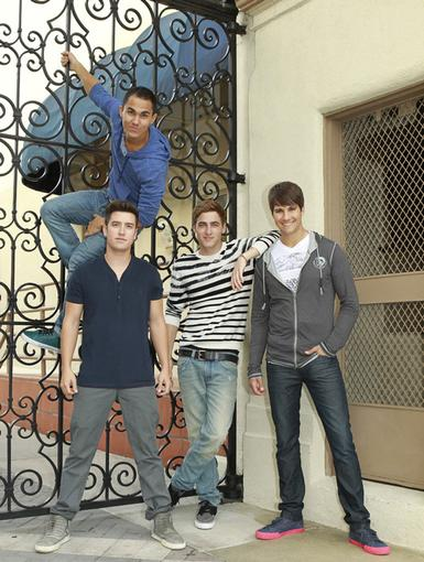 Family Photo|Logan, James, Kendall and Carlos take a break from filming to pose (and climb!) for the camera. Any excuse for a group pic is always a good one when it comes to these four!