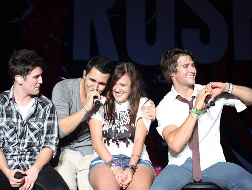 Fan-tabulous|This lucky fan had the time of her life getting serenade on stage by BTR.