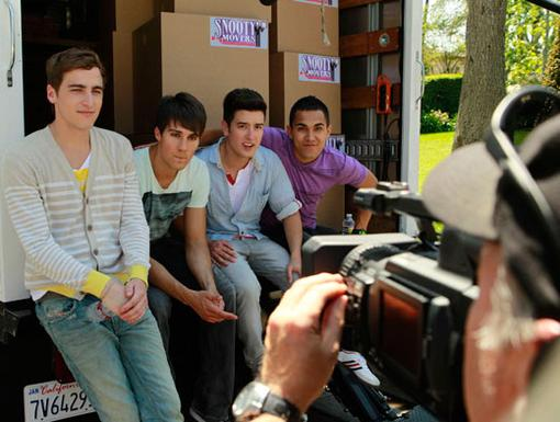 Picture Friendly|Moving four guys out to a new place isn't easy work, but taking a break to pose for a pic is - especially when you're a natural like Big Time Rush!