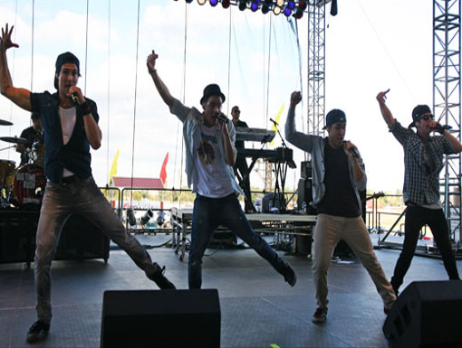 Dance Party|BTR struts their awesome dance moves while singing one of their songs. Now thats talent!