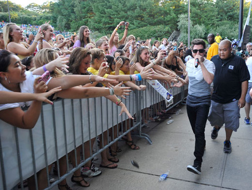 Loco for Logan|These fans went totally bonkers when Logan stepped off stage and breezed by the crowd.