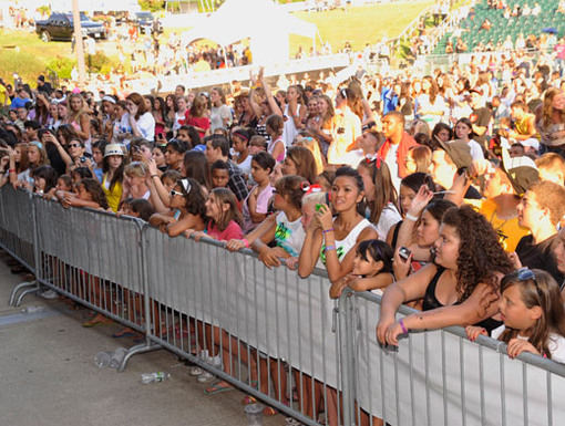 We Want BTR!|The crowd waited patiently for the big time performance to begin. The anticipation is killing us!