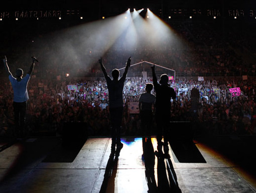 Glow In the Dark|Is it dark in here? Or is it just us? Well, at least BTR is lighting it up on stage.