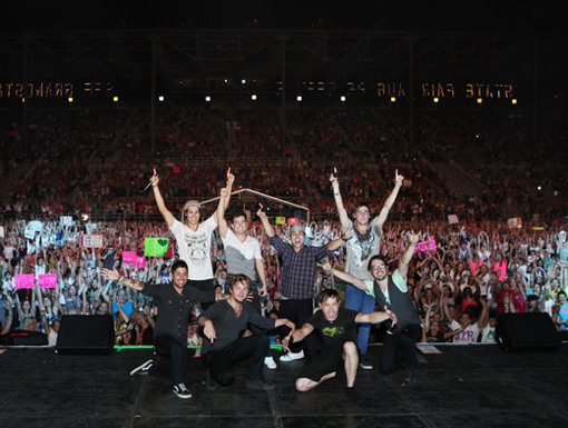 Grand FANale|The boys always end each big time concert with a pic with their fans. Say cheese, Minnesota!