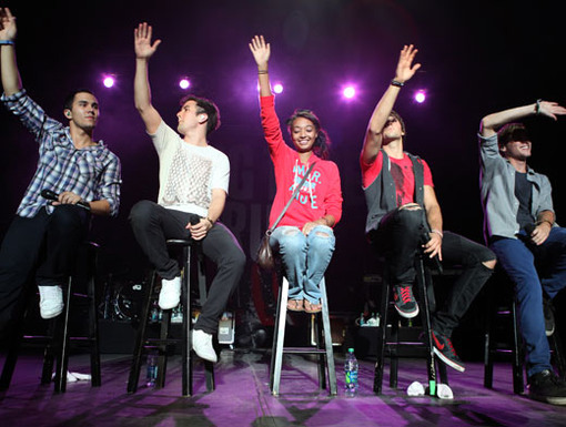 Put Your Hands Up|Sandwiched between four BTR boys? Hey, we'll give you a high five for that one!