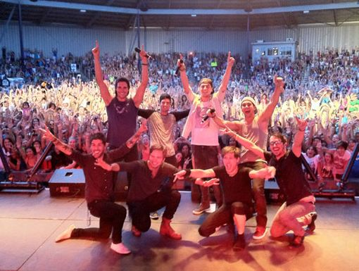 Colorado Kings|BTR completely wowed the crowd in Colorado! Then they struck another awesome pose with their devoted Denver fans.