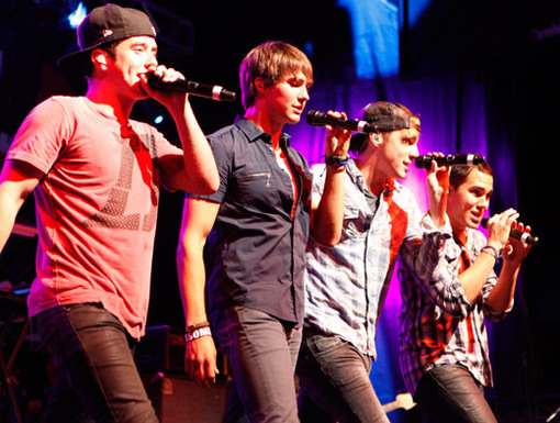Make Some Illi-Noise!|The BTR boys just hit the stage in Illinois, and this crowd was even louder than the last!