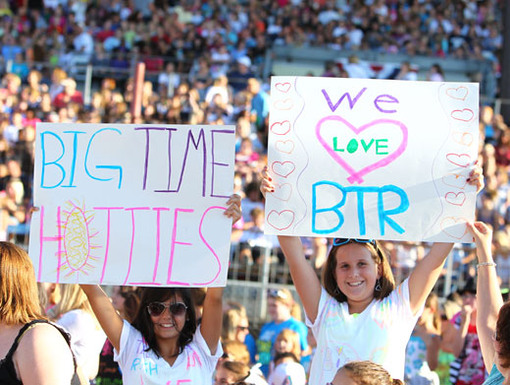 Read the Signs|How much do fans love the boys of BTR? Well, just read the signs!