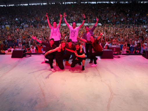 Say Cheese!|The boys take this awesome pic at every show to remember the crowd. Can you spot us in the back??
