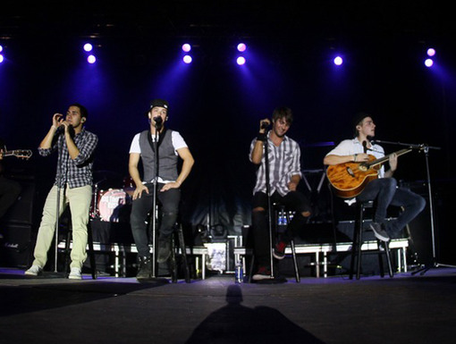 Unplugged|It's time for the BTR boys to really show off their pipes when their on-stage performance goes acoustic.