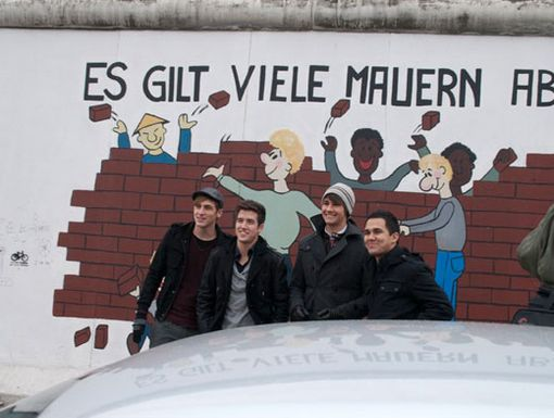 Off the Wall|The BTR boys are going crazy over the sights of Germany. Here they are in front of the Berlin Wall!