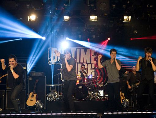 Jamming Abroad|Big Time Rush rocks out on stage during a taping of MTV Sessions at the MTV studios in London!