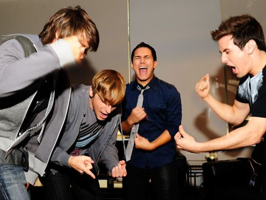 How do the Big Time Rush boys summon enough energy to song-slam Times Square? Watch and learn.