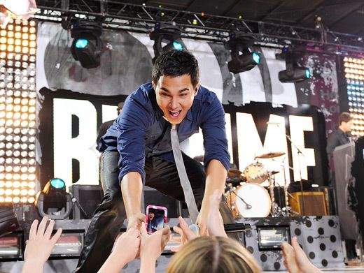 Carlos gets in touch with his fans and probably breaks a few hearts in the process!
