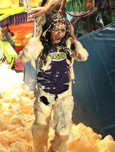 The Brain Drain Mane|Hey, watch the hair guys! Vicky's lovely locks are getting super soaked during her foamy exit.