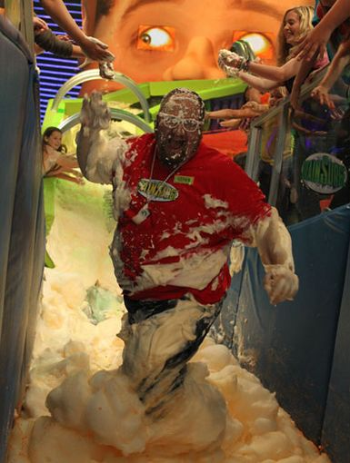 Bravo Gustavo!|We think Stephen Glickman from Big Time Rush deserves some killer kudos for surfing the suds on his way down the brain drain. Cowabunga!
