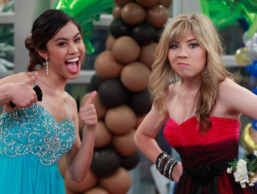 Prom Queens|Ashley Argota and Jennette McCurdy got a little silly in between songs at the prom...Say cheese!