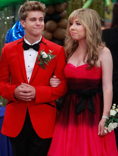 The Red Sea|Jennette McCurdy and Glenn McCuen made quite the dynamic prom duo. Watch out!