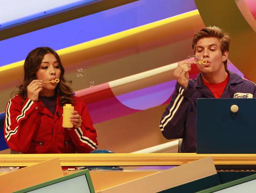 Bubble Brain Time|How to Rock's Lulu Antariksa and Fred's Jake Weary explore the potential uses of their clues.