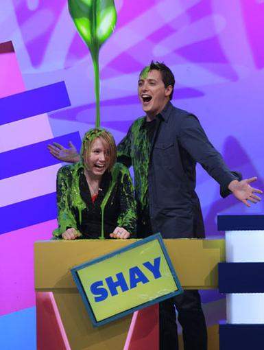 Slime of Honor|Figure It Out's host, Jeff Sutphen, gets in on the Word of Honor slime action with our contestant Shay.