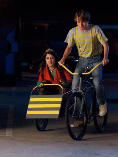 Getaway Car|Can Fred and Bertha out run evil nightcrawlers in this yellow striped tricycle?