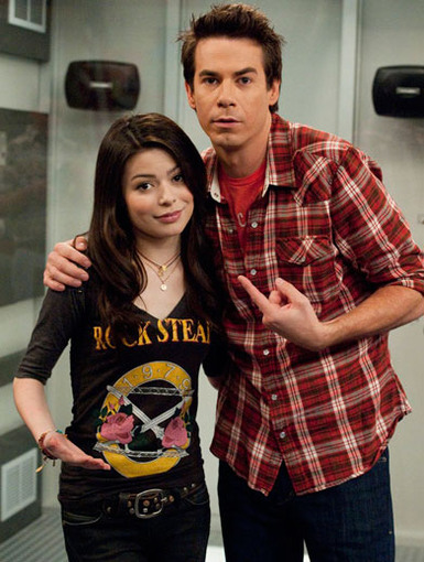 Silly Sibs|Carly and her super silly big bro always bring on the OMG I'm ROFL moments in every episode!
