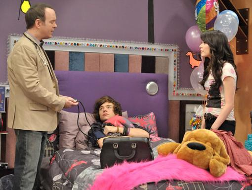 Get Well Soon|Poor Harry! He's going to need a lot of rest if he plans on feeling better in time for the iCarly webcast..