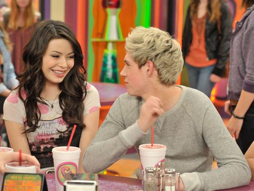iCrush Niall Horan|Carly looks smitten by the oh-so-adorable Niall...this just might be be the best smoothie date ever.