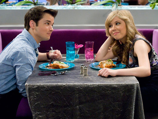 http://nick.mtvnimages.com/nick-assets/shows/images/icarly/flipbooks/icarly-idate-sam-and-freddie/icarly-idate-sam-and-freddie-12.jpg?height=385&width=510&matte=false&format=jpeg&quality=0.91