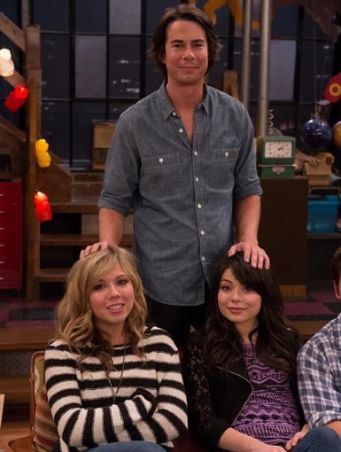 Happy Tears|Hold the tissues! Jennette, Miranda and Jerry try to keep it together for this cute family snapshot.