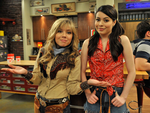 Giddy Up Cowgirls!|Jennette and Miranda are ready to get this show on the road! They're also ready for some country line dancing...
