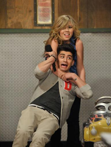 Zany for Zayn|Hanging around Jennette can be as unpredictable as she is. Lucky for 1D cutie, Zayn Malik, he's in good hands..err, chokehold.