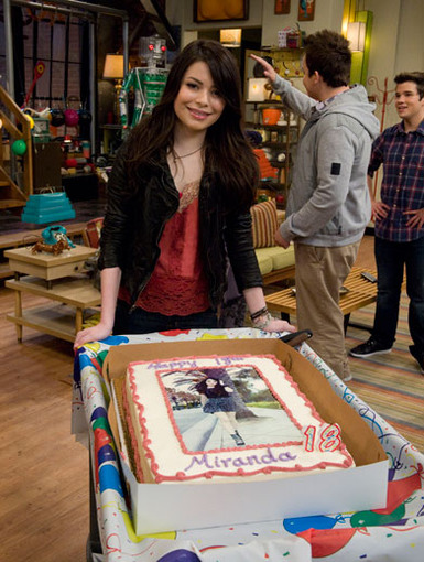 Birthday Beauty|Doesn't MC look so adorable posing with her big b-day cake? Happy birthday Miranda!