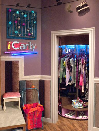 Killer Closet|Now Carly can just spin her way to the perfect outfit, everyday!