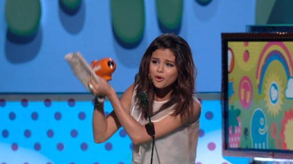 KCA 2011: Favorite TV Actress Selena Gomez!