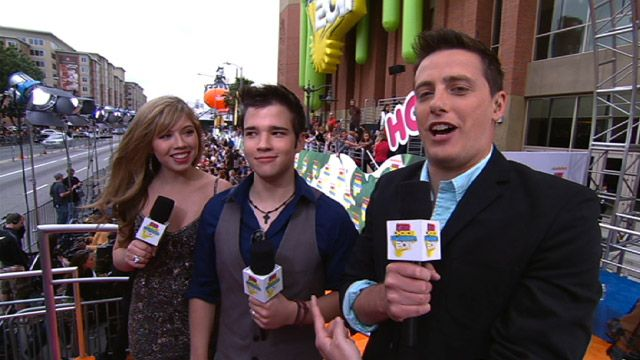 Kids' Choice Awards: KCA 2011: iCarly On The Carpet Video Clip | Nick Videos