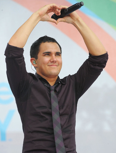 Carlos Pena|Carlos Pena uses sign language to express what the whole crowd of Rushers is thinking.