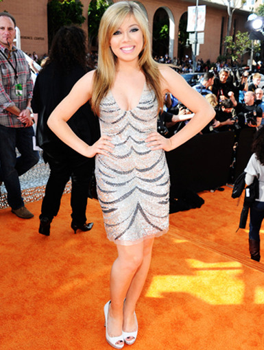 KCA 2012: Jennette McCutie|Our favorite tomboy swaps out jeans for jewels and gives the Orange Carpet something to remember her by.