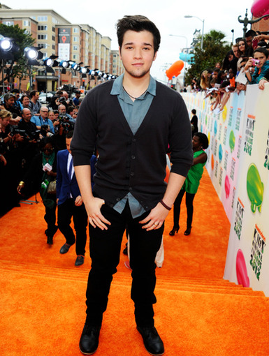 KCA 2012: Mr. Nathan Kress?!|This iCarly star sported a brand new beard at the KCAs. *Tear* ... They grow up so fast. :(