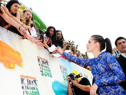 KCA 2012: Kristen Stewart Signs