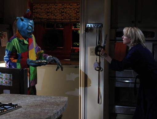 Midnight Snack Attack|Mom Liz mistakes Marvin Marvin for a burglar! Looking like that, who could blame her?