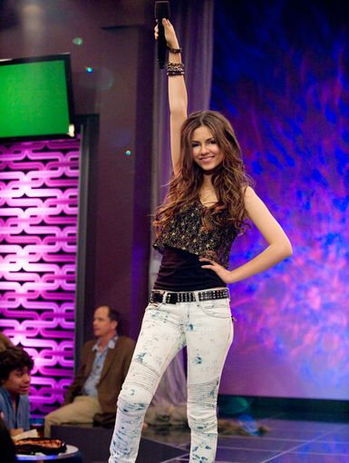 And Scene | Teen diva Tori Vega strikes a rockstar pose after killing at karaoke.