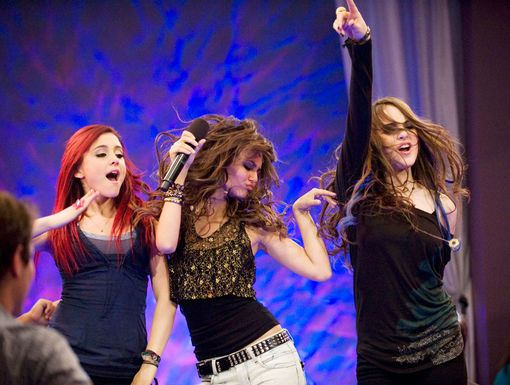 Glamour Girls | Cat, Tori and Jade let their down and rock out hard at karaoke.