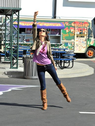 Damsel in Distress|Is this another classic Tori Vega dance move? Or is Tori sending out a signal to save herself from Saturday detention?