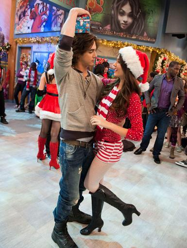 Jolly Jig|Avan's got the perfect gift for Victoria this year...A wintery waltz!