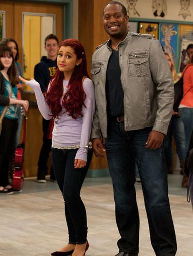 Hallway Hangin'|Ariana looks a little uncertain..she probs just saw one of Victoria's new outfits.