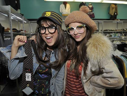 Thrifty Divas|When a shop-attack strikes, Tori grabs her sis and hits the racks to beat the fever!